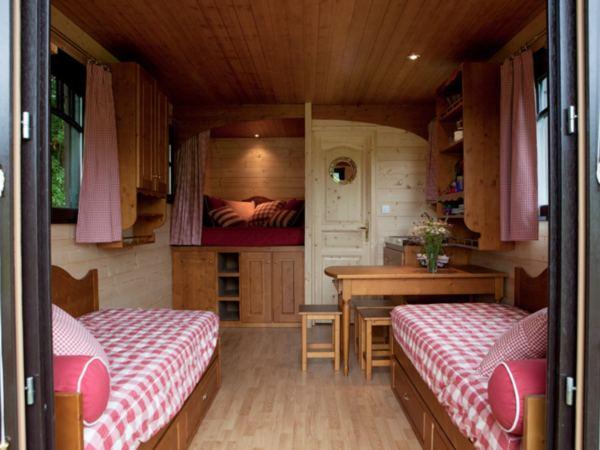 Bijzondere-overnachting-Frankrijk-pipowagen1