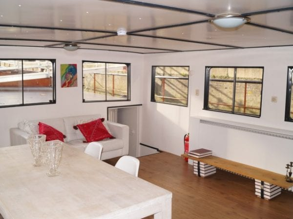 Boat-Hotel
