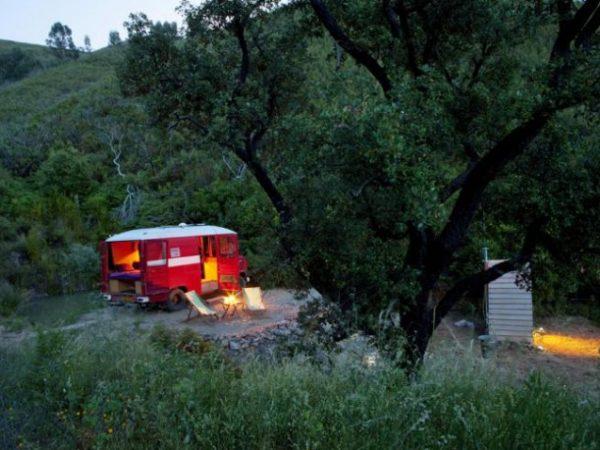 Eco-lodge-Brejeira-brandweerbus