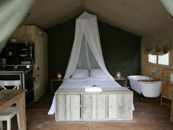 Romantic-Luxury-Tent