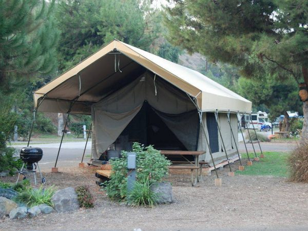 Serengeti-Tent-lodge