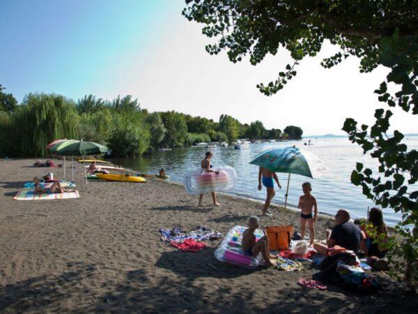 italiaanse-camping-aan-het-water
