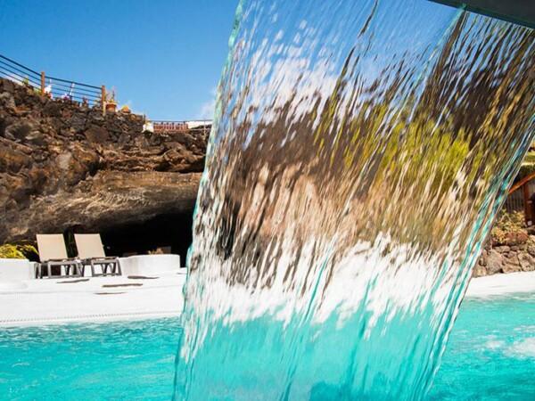 luxe-wijngaarden-zwembad-terras-kleinschalig