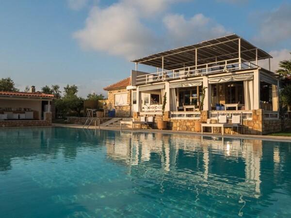 schitterend-zwembad-bij-hotel-appartementen