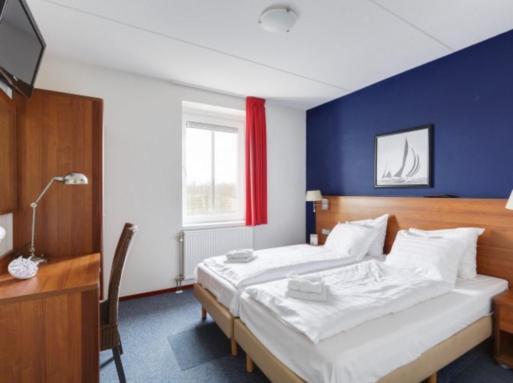 Center Parcs De Eemhof Waterfront Suite.Cottage Woonboot Suite In Flevoland Nl Luxe Verblijf