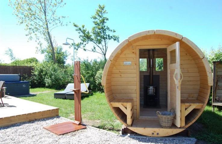 Huisje huren met jacuzzi wellnessvakantiehuisje supertrips for Huisje met sauna en jacuzzi 2 personen