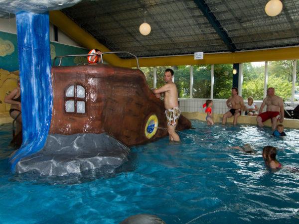 binnenzwembad-kampeerdorp-de-zandstuve-camping-top-10