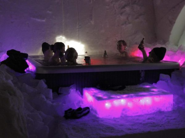 hot-tub-artic-glass-igloos-slapen-in-een-iglo