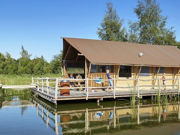 kamperen-op-het-water-terspegelt