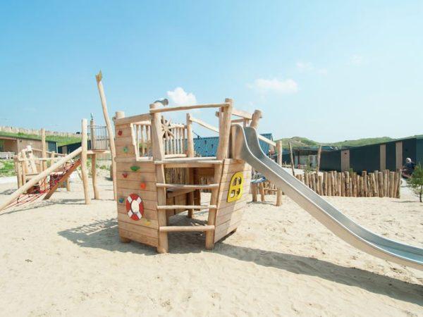 spelen-aan-het-strand