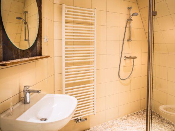 De Gevangentorensuite -badkamer