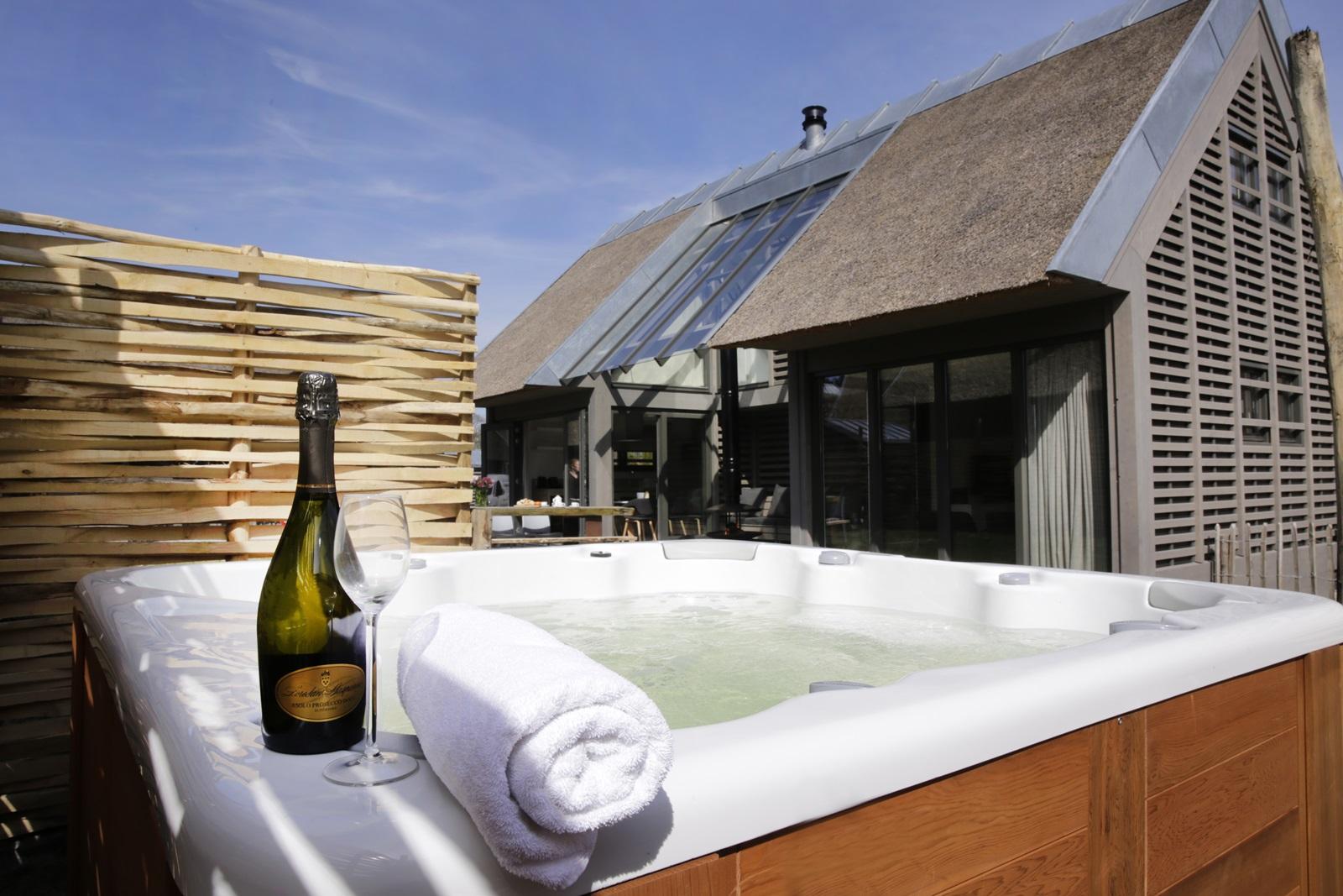 Luxe villa aan de kust noord holland nederland for Vakantiehuis met jacuzzi
