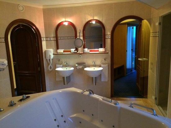 badkamer-royal-suite-koperen-hoogte