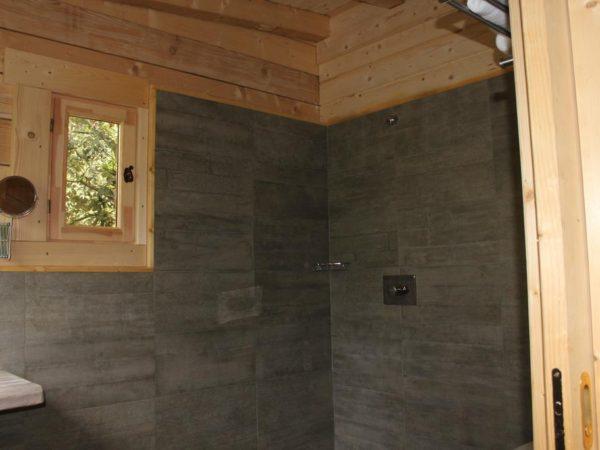 interieur-dans-les-bois-boomhut-bijzondere-overnachting