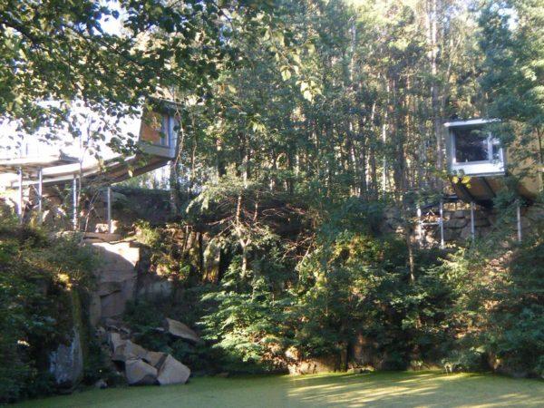uitzicht-op-vijver-boomhut-schrems
