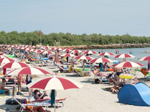 prive-strand-barricata-adriatische-kust