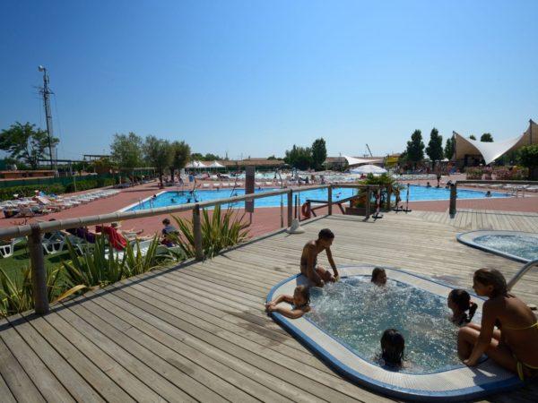 zwembad-italie-glamping-camping