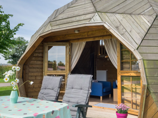 slapen-in-een-houten-iglo
