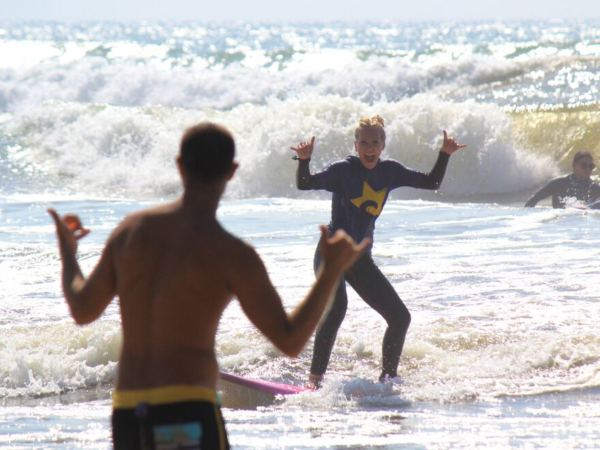 Surf-Camp-Surfing-Holidays-Beginner-Group-Lesson-Waves