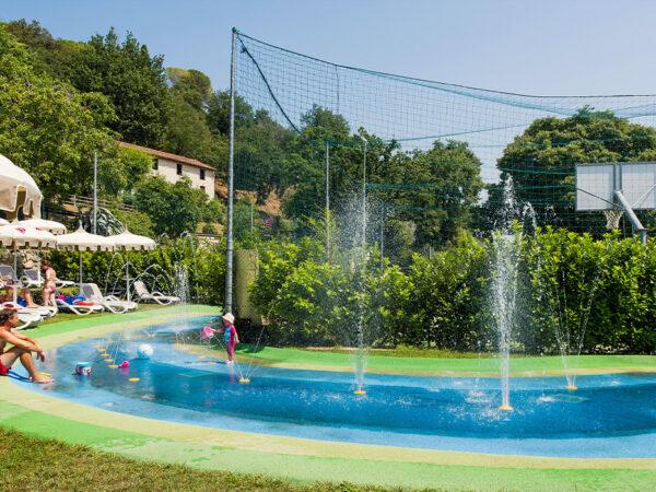 zwembaan-glijbaan-op-luxe-camping-in-italie