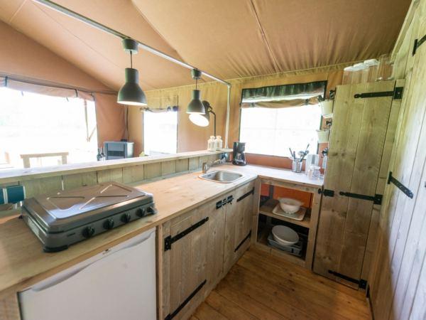 safari-farmlodge-bijzondere-overnachting-drenthe-vakantiepark-westerbergen5