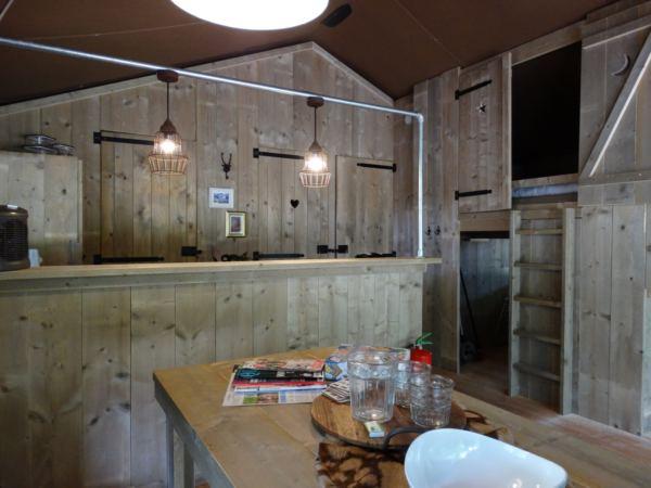 safari-farmlodge-bijzondere-overnachting-drenthe-vakantiepark-westerbergen9