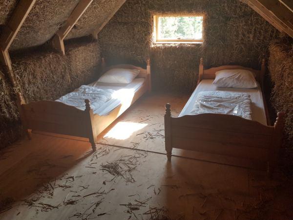 bijzonder-overnachten-in-een-strohuisje13