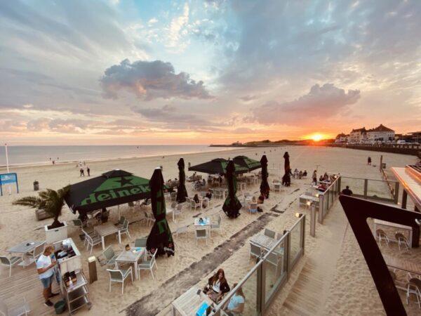 dineren-op-het-strand-