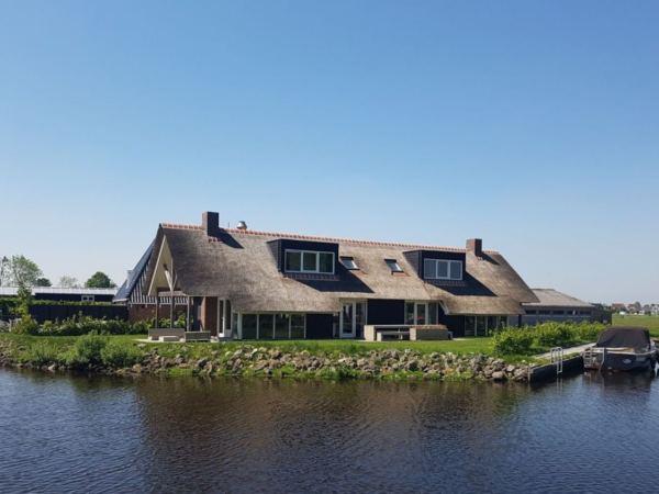 groepsaccommodatie-friesland-aan-het-water-16-personen-1