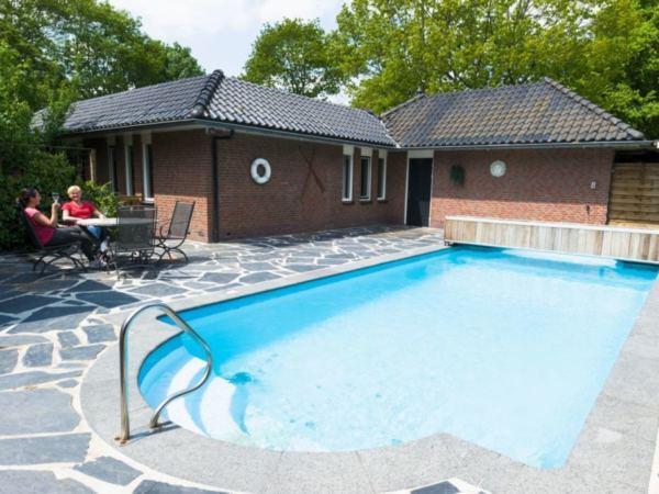groepsaccommodatie-met-zwembad