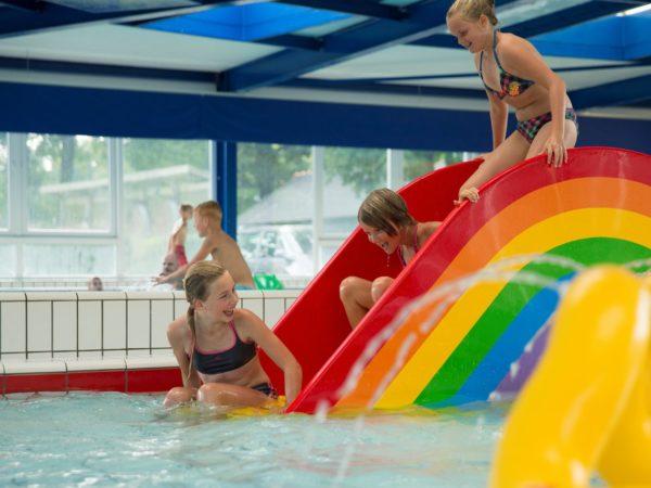 groepsaccommodatie-met-zwembad-kinderen
