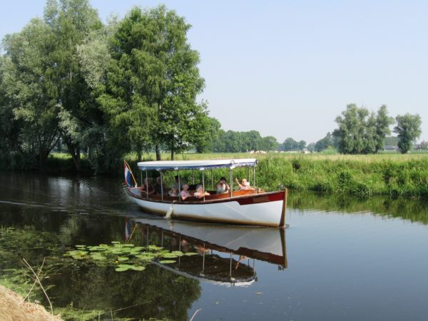 groepsaccommodatie-overijssel-met-rondvaartboot
