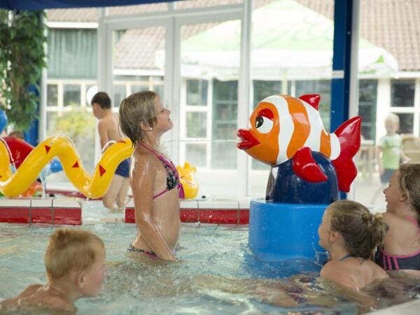 kindvriendelijk-zwembad-op-vakantiepark