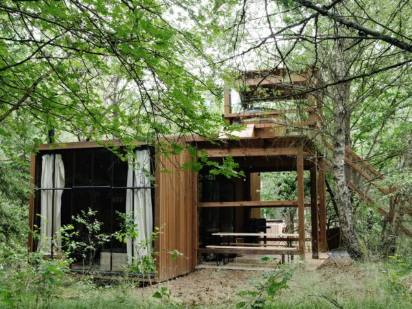 TreeTrunk-Nutchel-slapen-in-een-boomhut