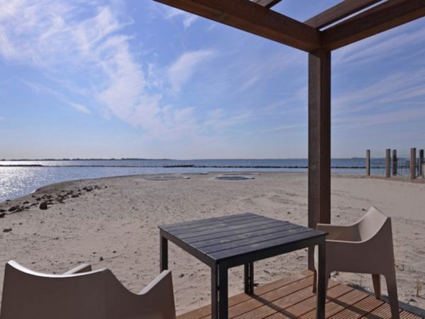 hotel-aan-het-strand-oasis-punt-west-3