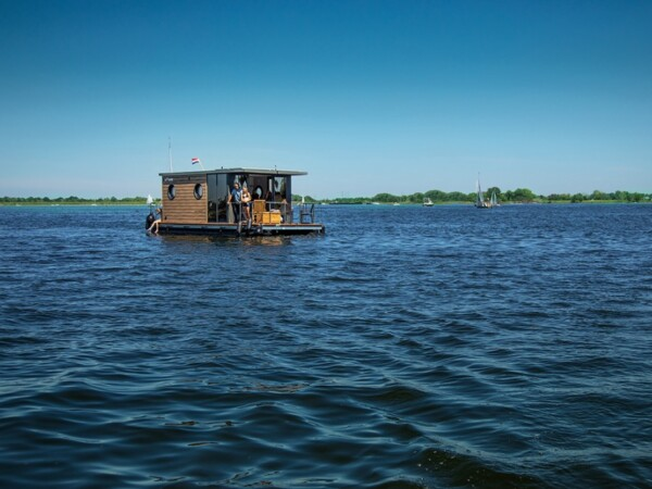 slapen-op-het-water-otter-house-boats-2