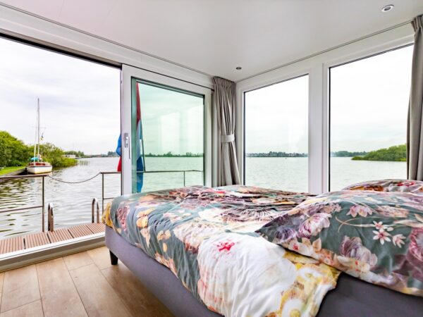 slapen-op-het-water-in-friesland-1