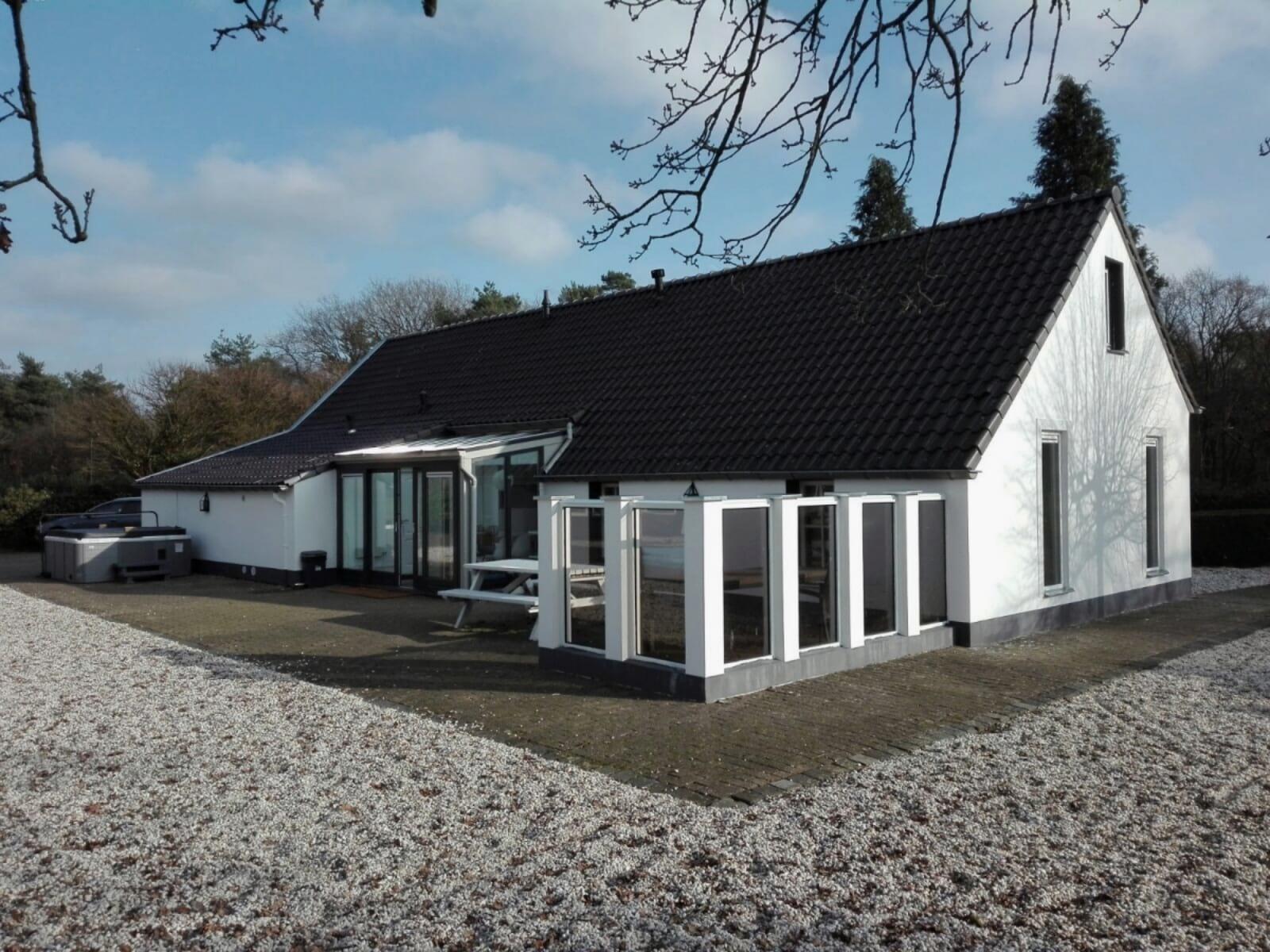 Supertrips - Luxe vakantiewoning Limburg met zwembad