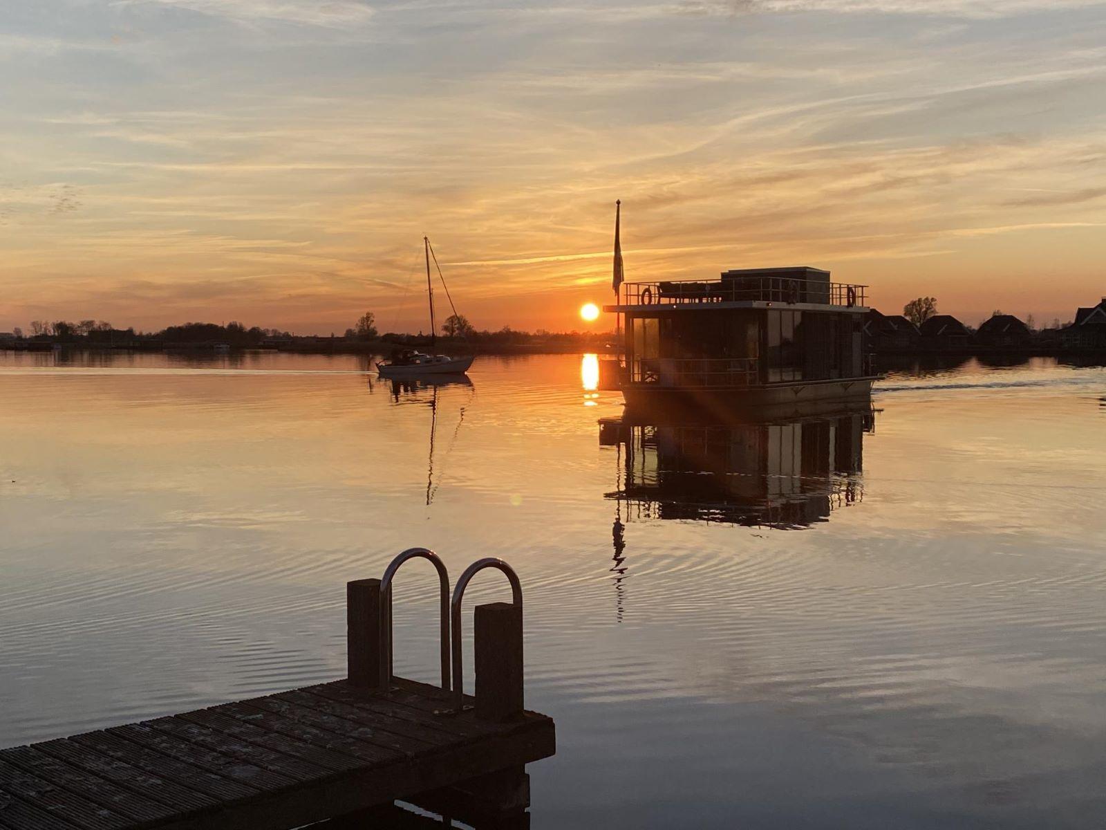Supertrips - Woonboot op het water in Friesland