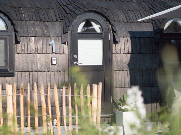 glazen-ramen-in-iglo-lodge-hut-natuurhuisje