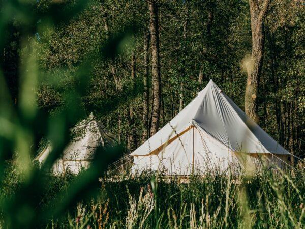 Belltent-luxe-bijzondere-overnachting-camping-voor-gezin